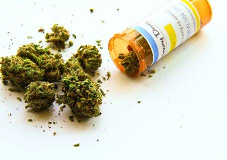 medicijnenpotje met wiet